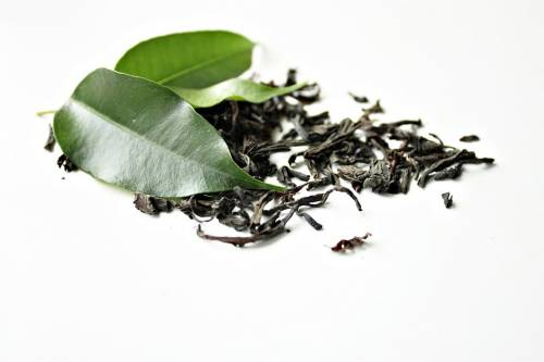 Dried green tea and green leaf tea