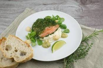 Salmon roasted with greens, lemon and bread