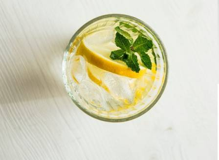 Lemon water with lemon and mint