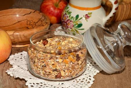 Muesli and utensils